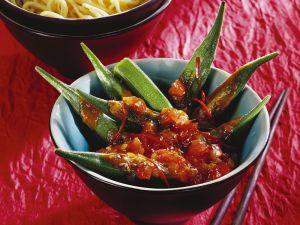 Okraschoten mit Tomatensauce Rezept