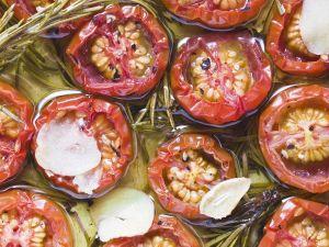 Olivenöl-Tomaten mit Knoblauch Rezept