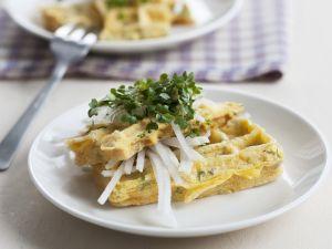 Omelett-Waffel mit Rettich und Kresse Rezept