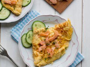Omelette mit Lachs und Gurke Rezept
