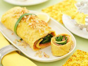 Omelettröllchen mit Räucherlachs und Spinat Rezept