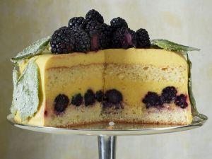 Orangen-Brombeer-Torte mit Basilikum Rezept