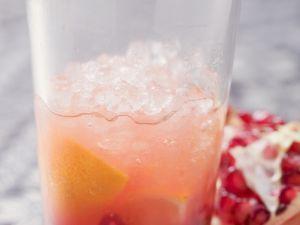 Orangendrink mit Granatapfel Rezept