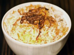Orientalische Reispfanne mit karamellisierten Zwiebeln Rezept