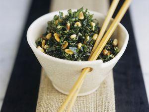 Pak Choi mit Pinienkernen Rezept