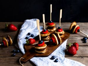 Pancake-Spieße mit Früchten Rezept
