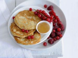 Pancakes mit Banane und Beeren Rezept