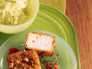 Panierter Schafskäse mit Tomatensauce Rezept