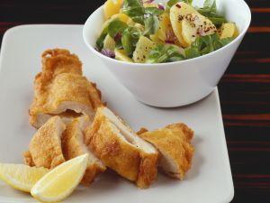 Paniertes Hähnchenbrust mit Kartoffelsalat Rezept