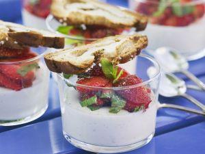 Panna cotta mit Erdbeeren und Zimtbrot Rezept