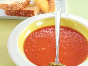 Paprika-Kartoffel-Suppe mit Erdnuss-Gremolata Rezept