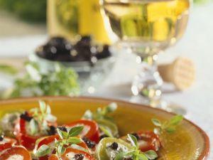 Paprika mit Fetafüllung und Olivendressing Rezept