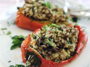 Paprika mit Hack-Reis-Füllung Rezept