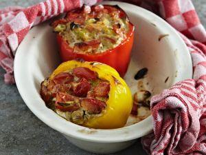 Paprika mit Käse-Gemüse-Füllung Rezept