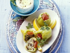 Paprika mit Reis-Rosinen-Füllung Rezept