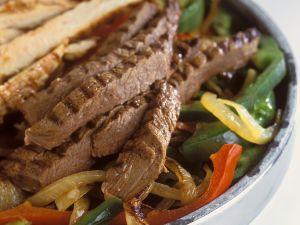 Paprikagemüse mit Rind- und Hähnchenfleisch Rezept