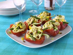 Paprikaschoten mit Tortellinisalat gefüllt Rezept