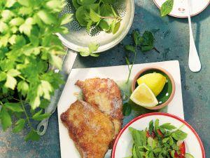Parmesanschnitzel mit buntem Kräutersalat Rezept