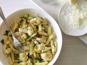 Pasta mit Blumenkohl und Semmelbröseln Rezept