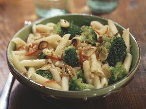 Pasta mit Brokkoli, Knoblauch und Walnüssen Rezept