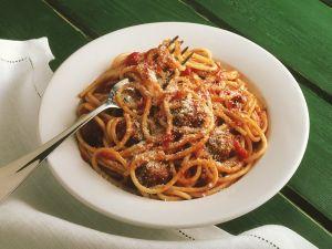 Pasta mit Fleischbällchen und Tomatensauce Rezept