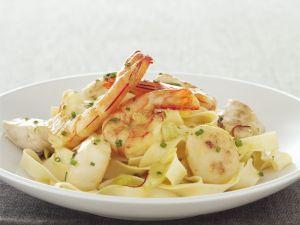 Pasta mit Garnelen und Jakobsmuscheln Rezept
