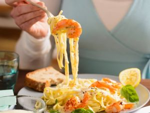 Pasta mit Garnelen und Sahnesoße Rezept
