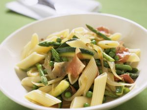 Pasta mit Gemüse und Prosciutto Rezept