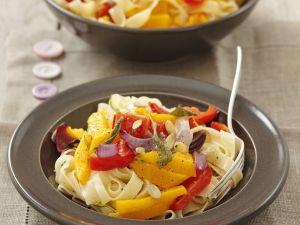 Pasta mit Gemüsesoße (Kürbis, Paprika, Rote Zwiebel) Rezept