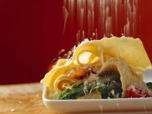 Pasta mit grünem Spargel, Schinken und Parmesan Rezept