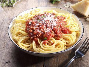 Pasta mit Hackfleischsauce (Bolognese) Rezept