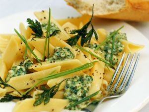 Pasta mit Käse-Kräuter-Soße Rezept