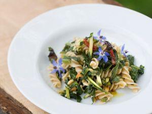 Pasta mit Kohldistel und Zucchini Rezept