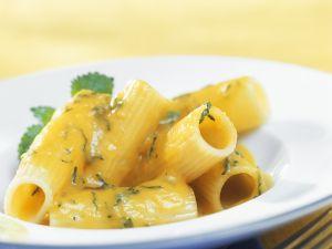 Pasta mit Kürbissoße und Zitronenmelisse Rezept