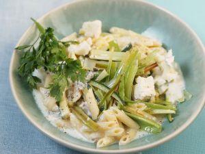 Pasta mit Lauch, Zucchini und Blauschimmelkäsesoße Rezept