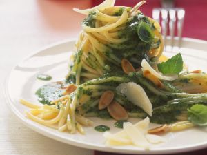Pasta mit Mandelpesto Rezept