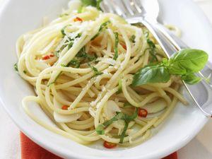 Pasta mit Olivenöl,Knoblauch und Chili (aglio, olio e peperoncino) Rezept
