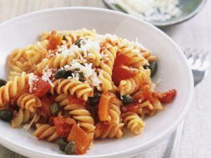 Pasta mit Paprika, Kapern und Parmesan Rezept