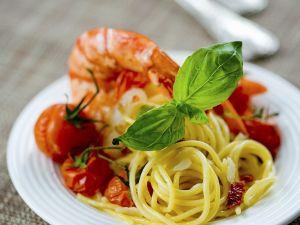 Pasta mit Riesengarnelen und Kirschtomaten Rezept