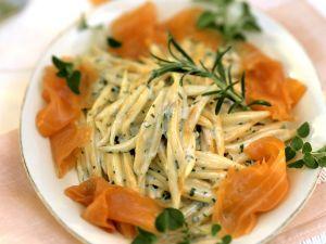 Pasta mit Sahnesoße und Lachs Rezept