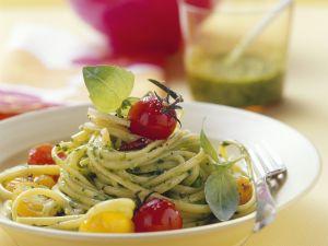 Pasta mit Salat-Pesto und Cherrytomaten Rezept