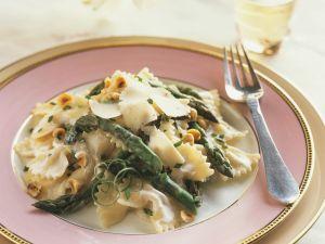 Pasta mit Spargel, Haselnüssen und Mascarponesoße Rezept