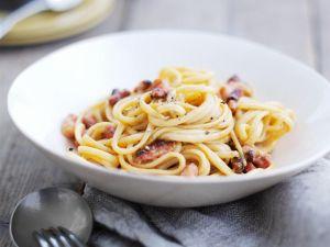 Pasta mit Speck und Ei Rezept