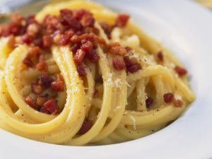 Pasta mit Speck und Eiern Rezept