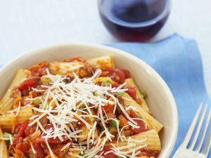 Pasta mit Tomaten-Hack-Soße Rezept