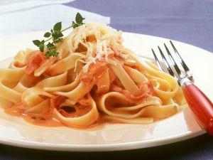 Pasta mit Tomaten-Schinken-Soße Rezept