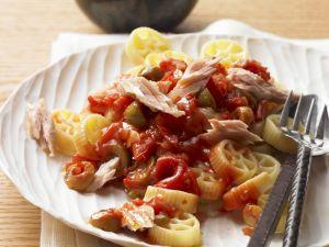 Pasta mit Tomatensauce und Thunfisch Rezept