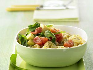 Pasta mit Walnuss-Pesto und Avocado Rezept