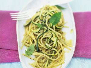 Pasta mit Zucchini-Soße
