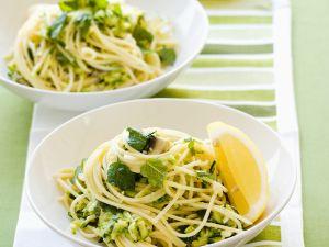 Pasta mit Zucchini und Schafskäse Rezept
